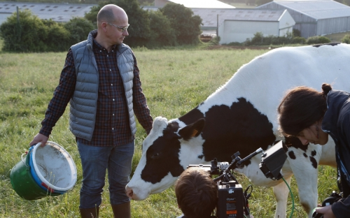 Documental A l'heure du lait, ganadería leche Francia, producción de leche en Francia, ganadería Francia, documental sector lechero Francia, Leche Francia, Crónica productor leche en Francia, ganaderos Francia, ganadería Francia, producción de leche francesa, CONtexto ganadero, noticias ganaderas Colombia