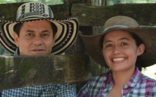Ganadería Santa Cecilia logra 897 gamos de ganancia diaria de peso, producción de Brahman gris puro, indicadores de productividad, parámetros productivos no creíbles, producción natural, pasto Colosuana, producción a base de pasto y sal Ruminext, producción eficiente de Brahman gris, ganadería auto sostenible, CONtexto ganadero, noticias de ganadería colombiana.