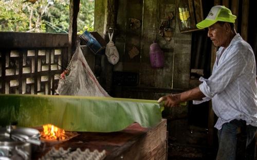 Queso, Caquetá, denominación de origen, producto, mayordomo, tradición familiar campesina, receta, producción, proceso, queso asado en hoja de plátano, aprende de la familia, receta familiar, ancestros, sal, suero, CONtexto ganadero la mejor información de la ganadería en Colombia.