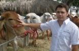 """Frank Londoño, con ejemplares Gyr de """"Aguas Prietas"""""""