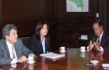 De izquierda a derecha: Jorge Eduaro Gechem, senador de la República, Cielo González Villa, gobernadora de Huila, Juan Camilo Restrepo, ministro de Agricultura. Foto: Gobernación de Huila