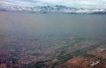 Una capa de smog provocada por las fábricas y automóviles cubre Santiago de Chile en 2010  © AFP/Archivo martin bernetti