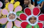 Unos ambientalistas reclaman en Manila una drástica reducción de las emisiones y justicia climática  © AFP Ted Aljibe