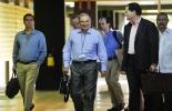 El ex vicepresidente colombiano Humberto de la Calle (c) llega a La Habana para las negociaciones con las FARC  © AFP Adalberto Roque