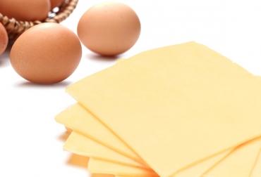 Huevo en lonchas
