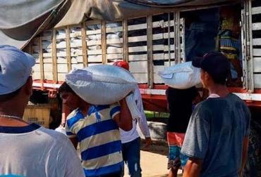 Suplementos alimenticios llegaron a la Guajira, comida para ganado llegó a Sucre y Bolívar, la comida se distribuyó a ganaderos con menos de 50 animales, afiliados a Comités Ganaderos, CONtexto Ganadero, noticias de ganadería colombiana.