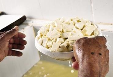 Ganadería, ganadería colombia, noticias ganaderas, noticias ganaderas colombia, CONtexto ganadero, caquetá, Ganaderos de Caquetá, precio de la leche en caquetá, precio del ganado en caquetá, COVID-19, coronavirus, queso, queseros informales, producción informal de queso, queso salado picado