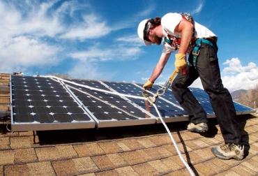 Técnicos en manejo de paneles solares