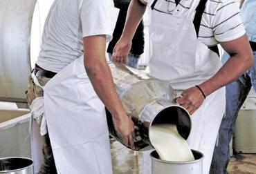 Acopio formal leche Colombia febrero 2019, Acopio formal leche, recolección de leche en Colombia, producción leche Colombia febrero 2019, producción leche Colombia 2019, acopio formal leche 2018, importaciones de leche en polvo colombia, precio leche cruda Colombia febrero 2019, precio leche cruda Colombia, precio pagado al productor 2019, importaciones de leche en polvo aranceles, importaciones de leche en polvo tlc, CONtexto ganadero, ganaderos colombia, noticias ganaderas colombia