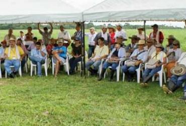 Colombia, Fedegán, ICA, Ministerio de Agricultura, campaña de vacunación contra la fiebre aftosa, brucelosis y rabia bovina, cukmina primer ciclo de vacunación, CONtexto ganadero, noticias ganaderas de Colombia, vacunación