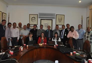Los 14 coordinadores regionales con Carlos Osorio, subgerente de Ciencia y Tecnología, y Rodolfo Montoya, coordinador de enlace regional. Foto: CONtexto Ganadero.