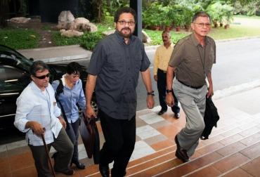 Integrantes de FARC Jesús Santrich (i), Iván Márquez (c) y Rodrigo Granda (d) en La Habana este miércoles  © AFP yamil lage