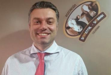 Filipo Rapaioli, presidente de Asosimental, Ganado simmental y simbrah, adaptar la raza, producción de carne, ventajas en carne, 30.000 dosis de semen, pequeños productores, razas puras, socialización, CONtexto ganadero, noticias de ganadería colombiana.